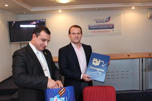 Арсен Клинчаев, Виктор Медведчук