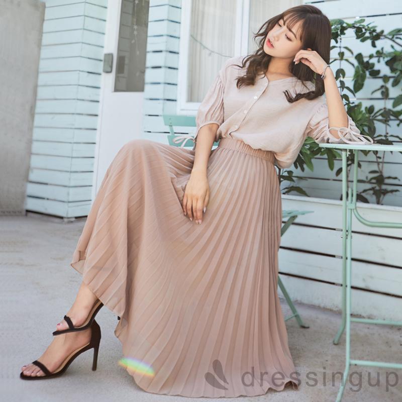 Chân váy xếp ly dài mix với áo sơ mi nữ form rộng tay lỡ