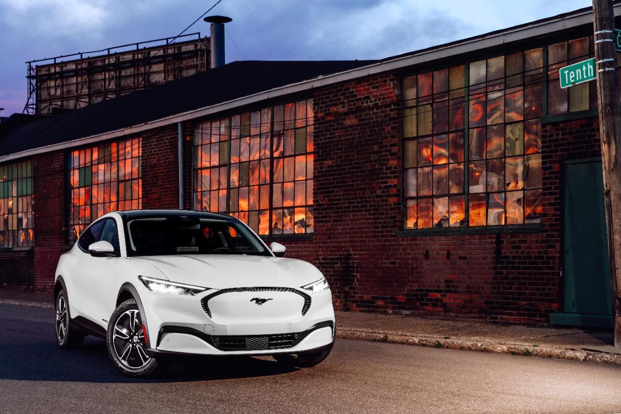 O Mustang Mach-E é uma das principais apostas da Ford em sua eletrificação (Fonte: Ford/Divulgação)