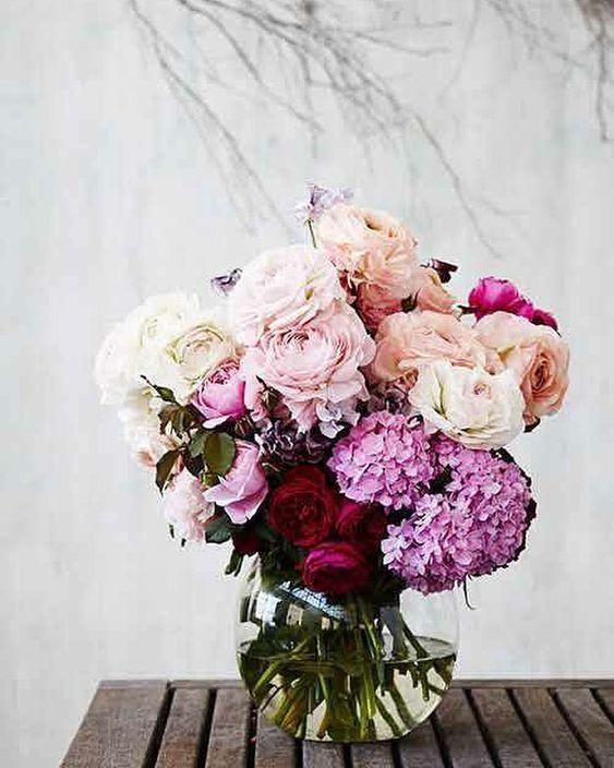 Những mẫu hoa thích hợp đặt trên bàn làm việc