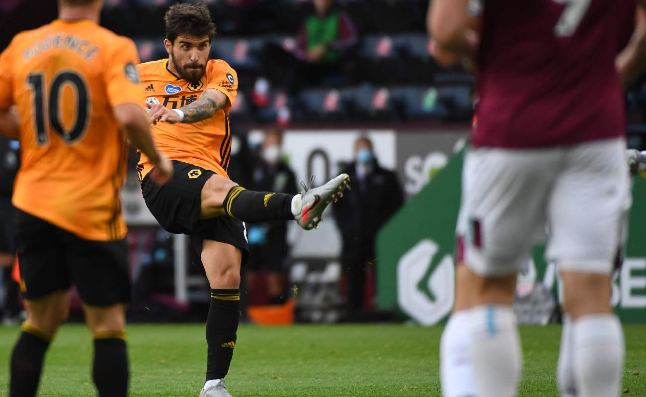 Rúben Neves of Wolves takes a shot at goal - Photo by Sam Bagnall - AMA/Getty Images