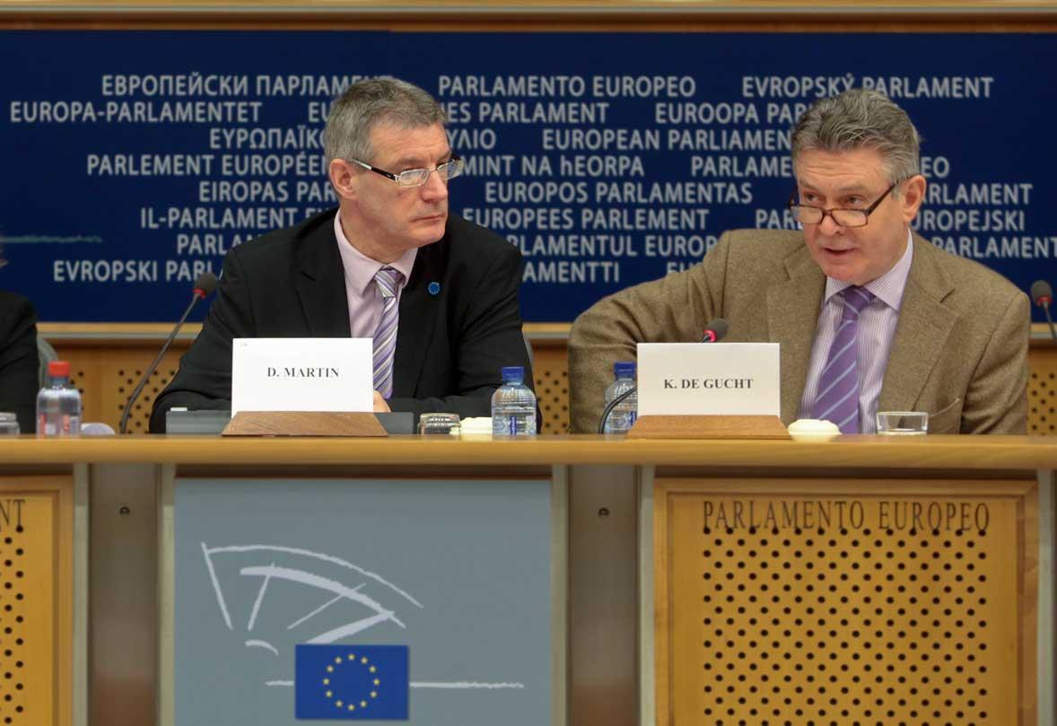 Il MEP David Martin ed il commissario UE per il commercio Karel De Gucht pochi mesi fa.