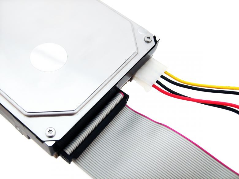 Power cable in hard disk drive