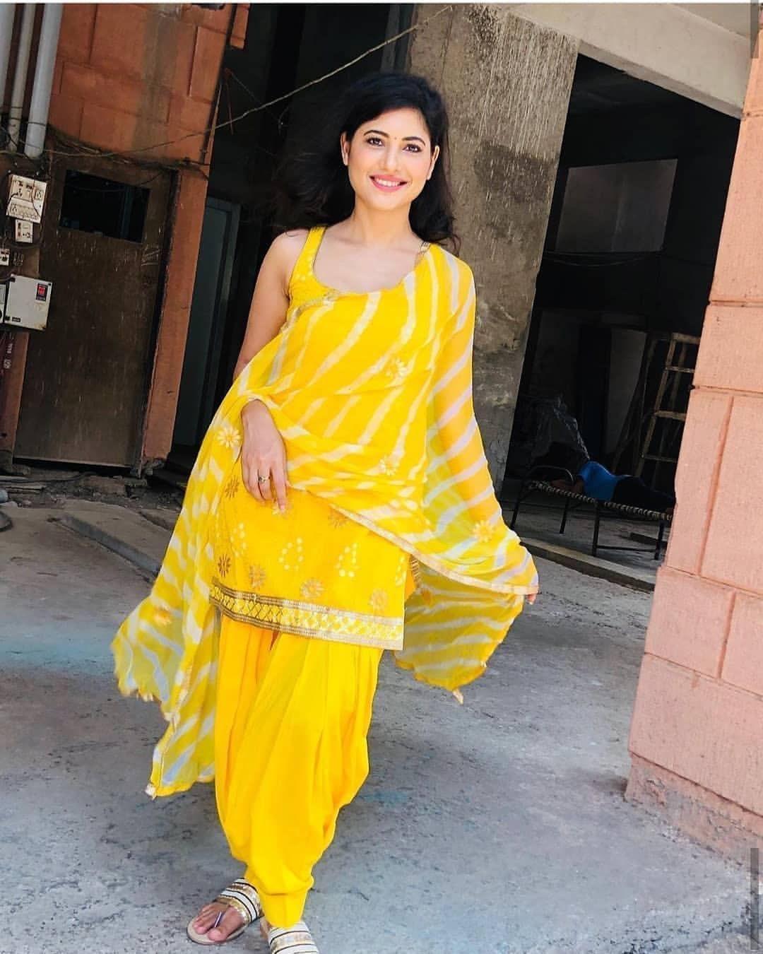 Poonam Rajput from Ullu Dance Bar blue saree photos Navel Queens