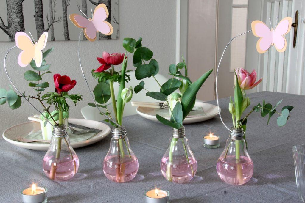 DIY gloeilamp vazen met bloemen en vlinder