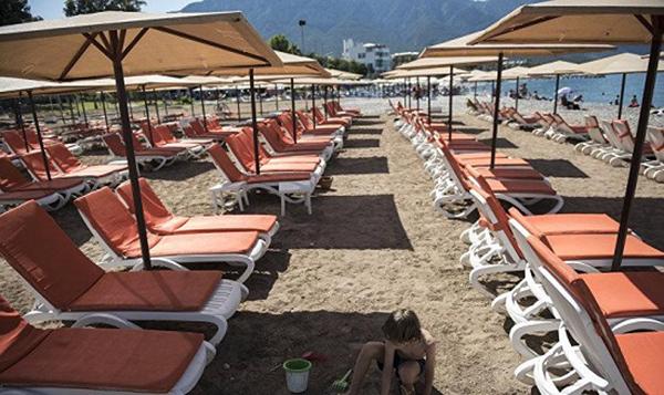 Пустой из-за коронавируса пляж