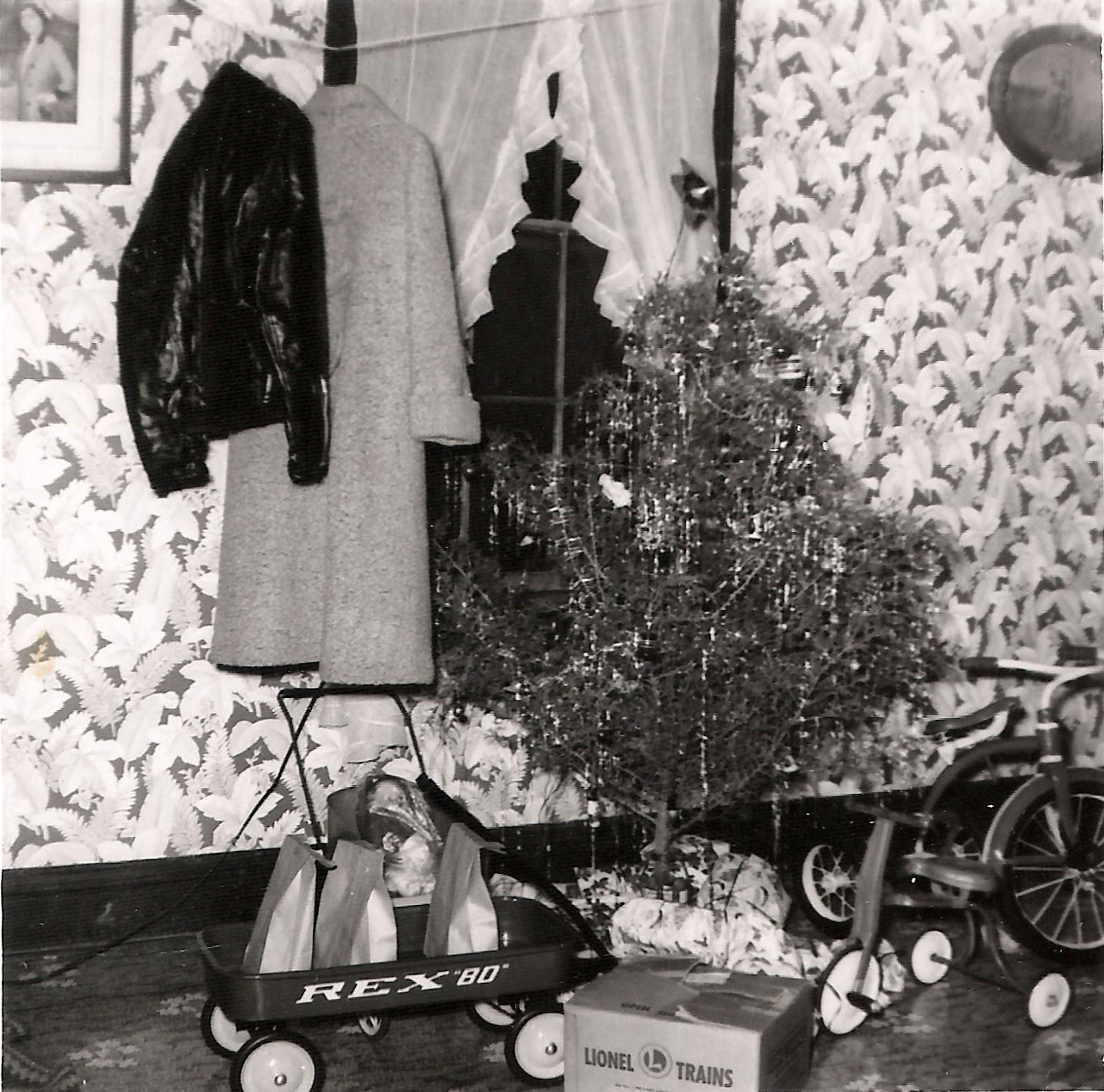 Tate Christmas 913 Ely Street 1957.jpg