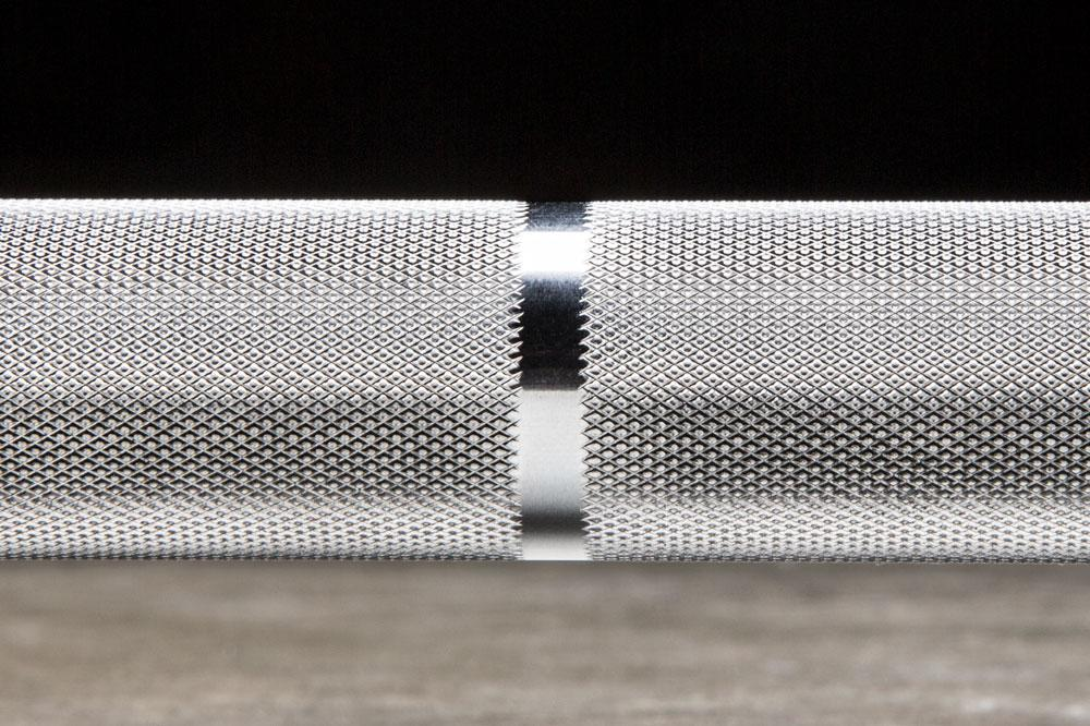 Rogue Echo Bar 2.0 has no knurling at the center for better grip.