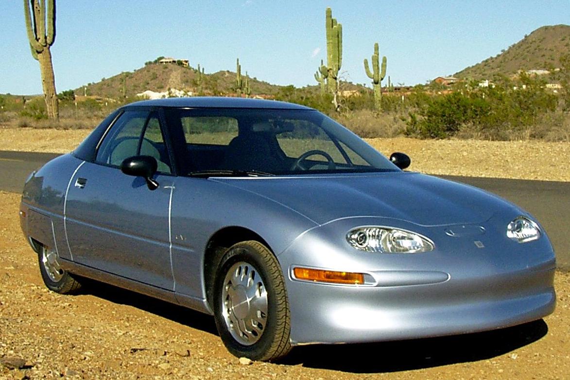 O GM EV1 deveria popularizar os elétricos, mas acabou sendo um fracasso (Fonte: Wikimedia Commons)