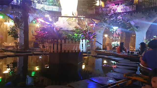 Thiết kế quán cafe cá koi tại trung tâm thành phố HCM