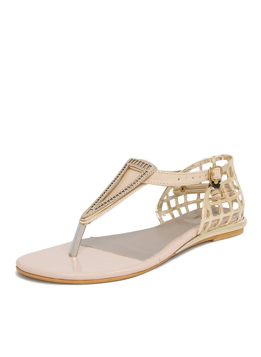 Phụ nữ ai cũng nên có cho mình một đôi sandal