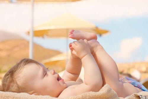 Nên tắm nắng cho trẻ sơ sinh trong bao lâu