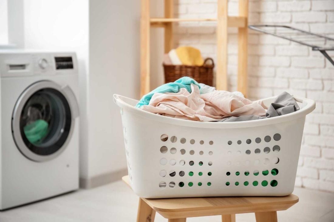 Cả hai sẽ làm cho quần áo sạch sẽ, thơm tho. Vậy giặt khô khác giặt ướt như thế nào?
