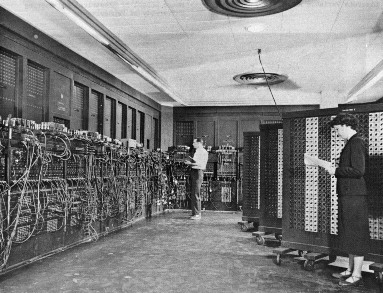 ENIAC (Electronic Numerical Integrator and Computer), 1946