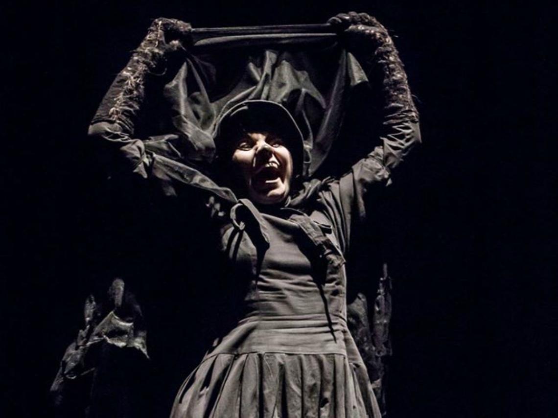 La dama de negro mostrando su rostro - Leyenda Mexicana