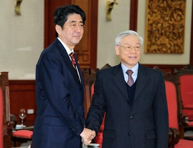 Nguyễn Phú Trọng và Shinzo Abe tại Hà Nội 2013.jpg