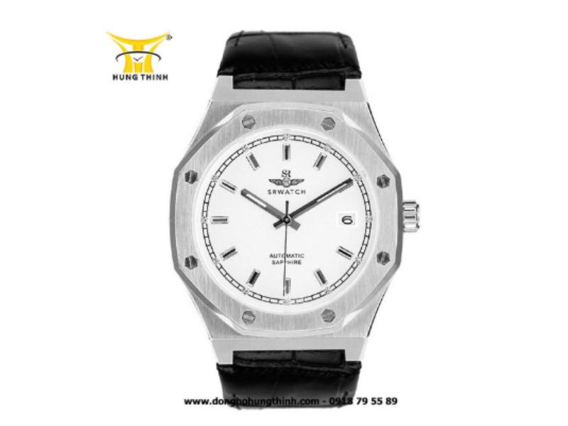 Dễ dàng nhận ra được đây là một chiếc đồng hồ nam từ phần vỏ đồng hồ góc cạnh, chất liệu thô nhám của nó (Chi tiết sản phẩm tại đây)