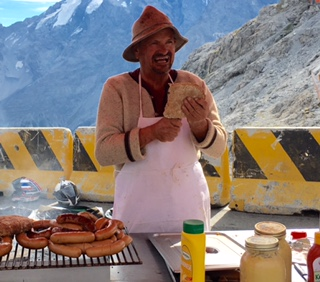 Cycling Passo dello Stelvio - bratwurst and food cart at the top