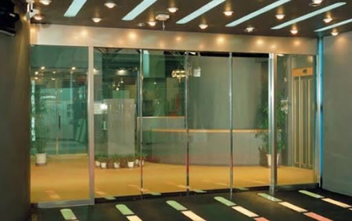 Cửa tự động mang đến một không gian sáng và sang trọng