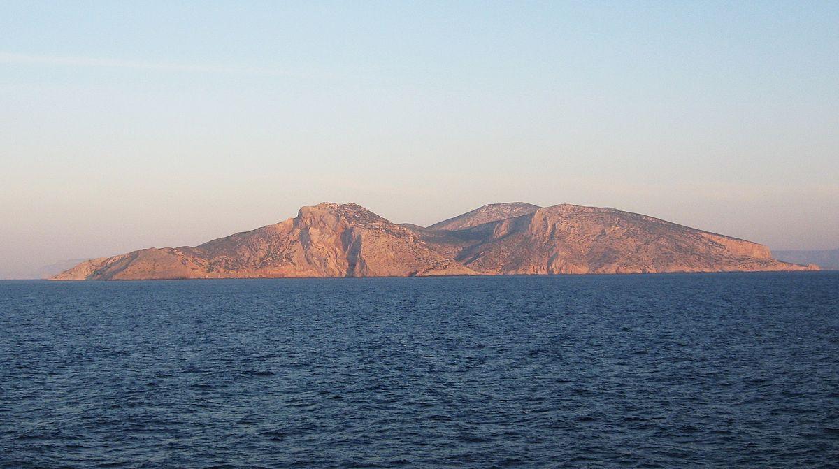 Ein Bild, das Himmel, draußen, Wasser, Berg enthält.  Automatisch generierte Beschreibung