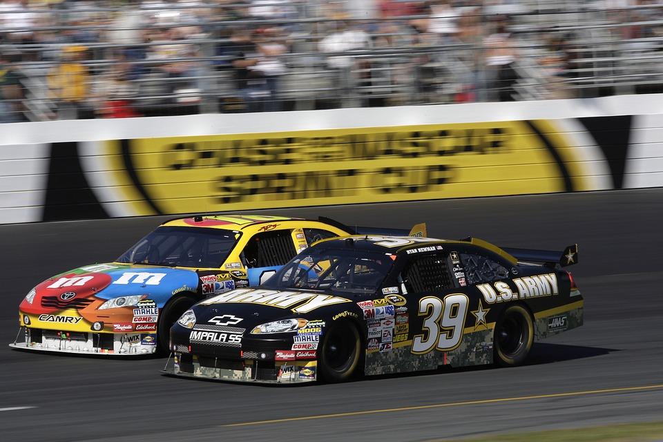 auto-racing-558089_960_720.jpg