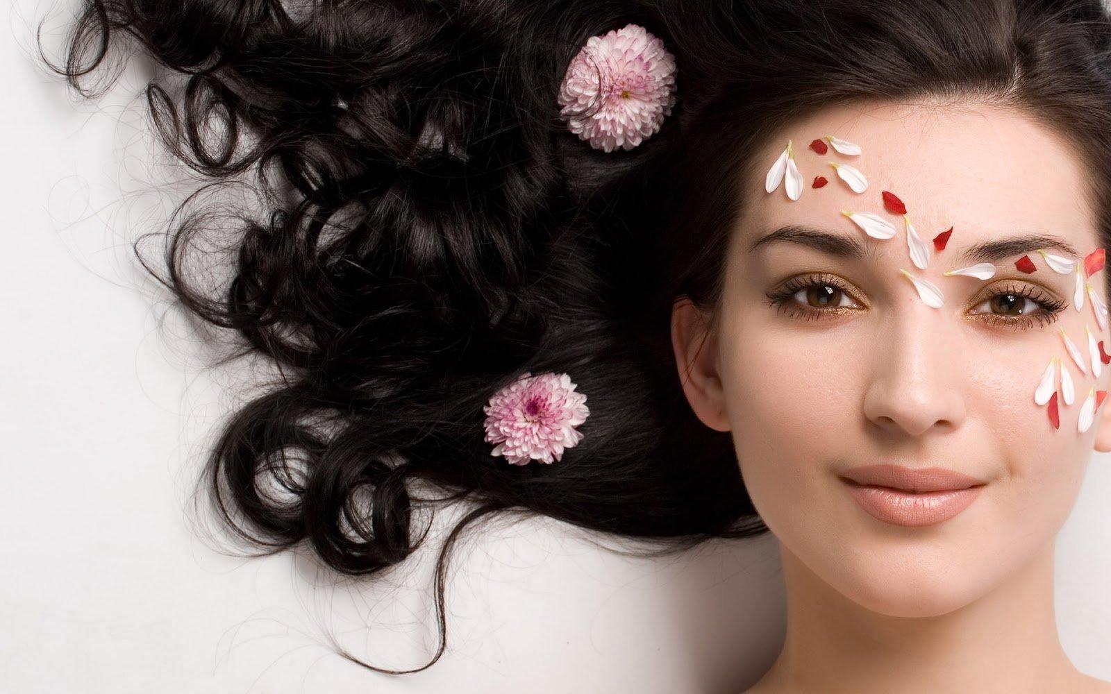 Collagen giúp bạn nuôi dưỡng mái tóc và móng tay, chân