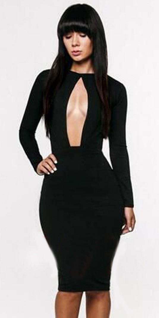 16bace5ee Este vestido con escote. Es una opción que conserva la elegancia del negro  pero aporta sensualidad y modela perfectamente la figura.