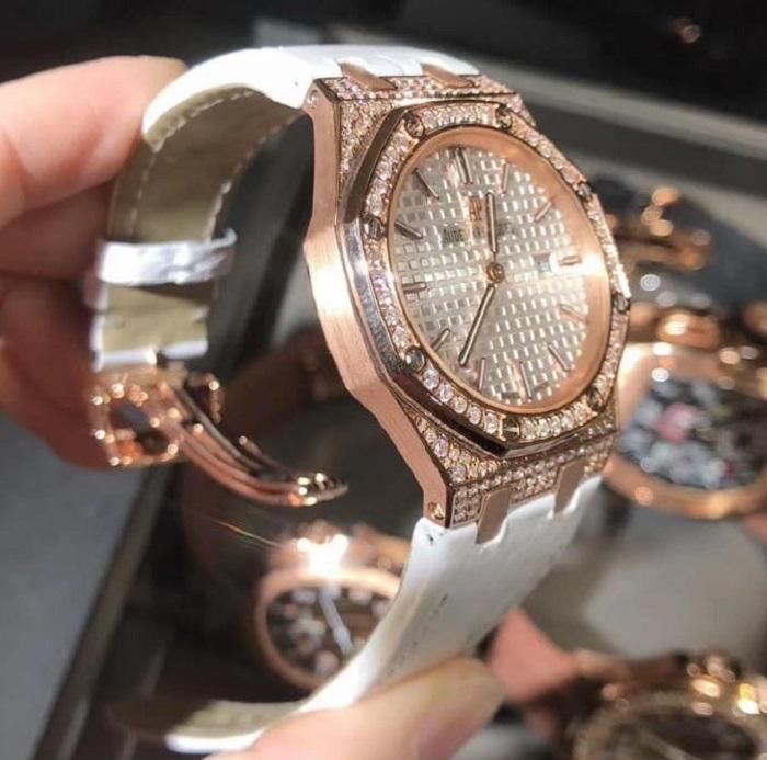 Đồng hồ Audemars Piguet chế tác vàng nguyên khối 18K kim cương thiên nhiên