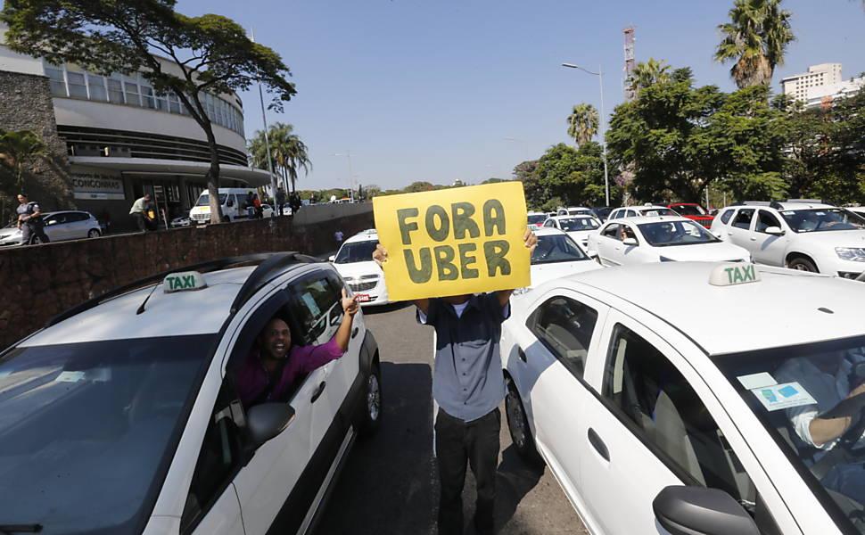 taxistas protestando contra Uber e similares