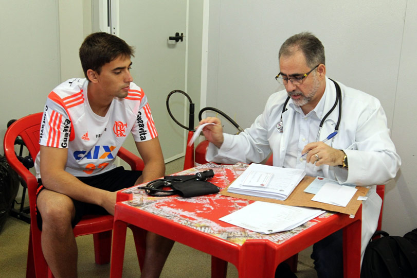 http://lancepedia.lancenet.com.br/fotos/Jogadores-Flamengo-Ninho-Gilvan-Souza_LANIMA20141202_0046_1.jpg