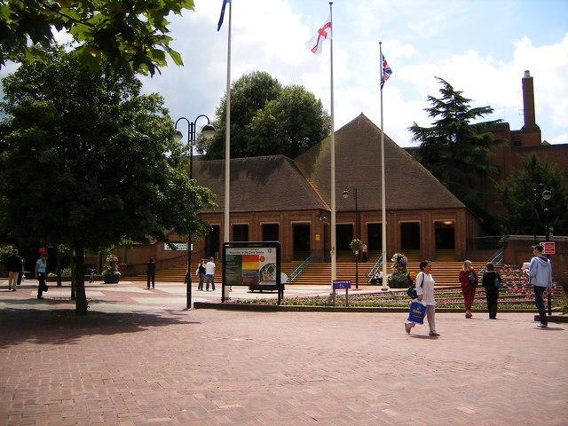 Xu hướng Tân bản xứ của Kiến trúc Hậu hiện đại với trung tâm Hillingdon Civic