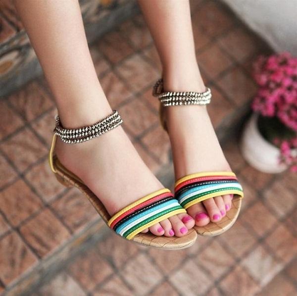 Những mẫu sandal được nhiều người ưa chuộng hiện nay.