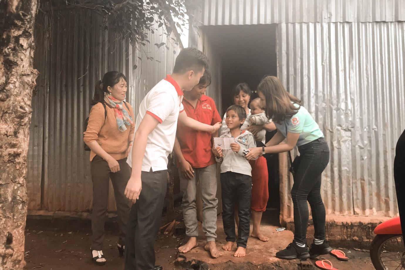 Honda ô tô Gia Lai - Pleiku chia sẻ yêu thương cùng các em học sinh khó khăn trên địa bàn - Ảnh 5