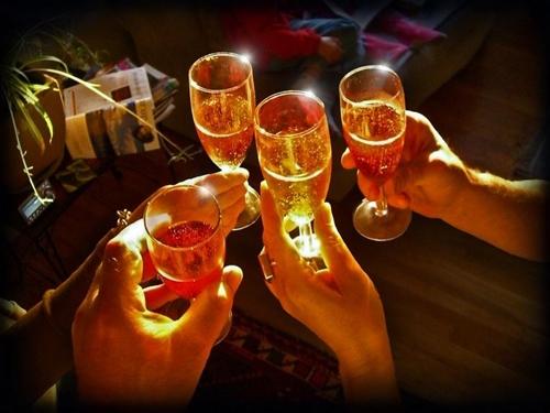 Año Nuevo 2014 con brindis
