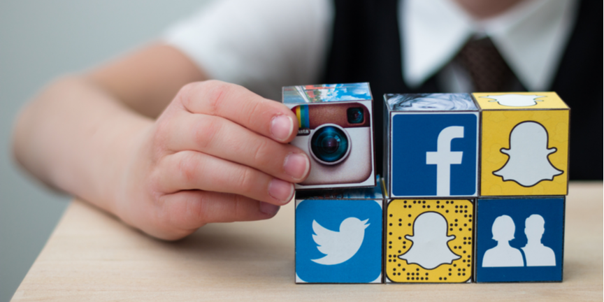 child-playing-with-social-media-themed-cubes