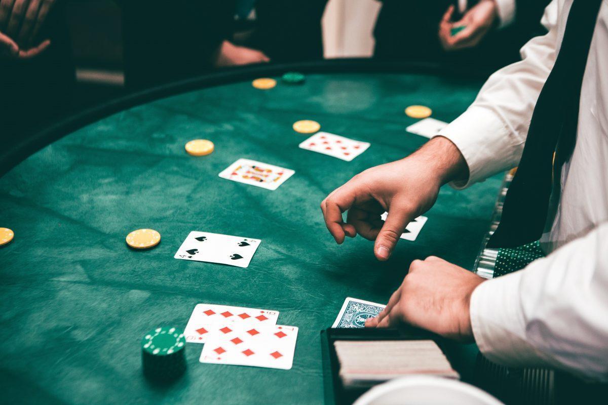 Resultado de imagem para poker jogador profissional regras
