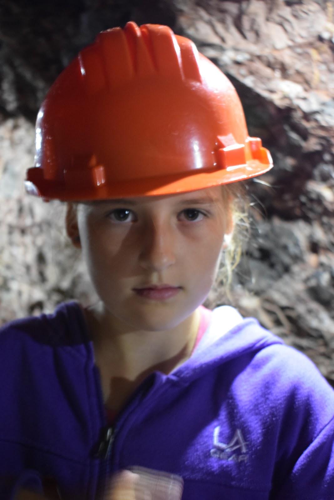 """(<img alt=""""wookey hole caves"""">)"""
