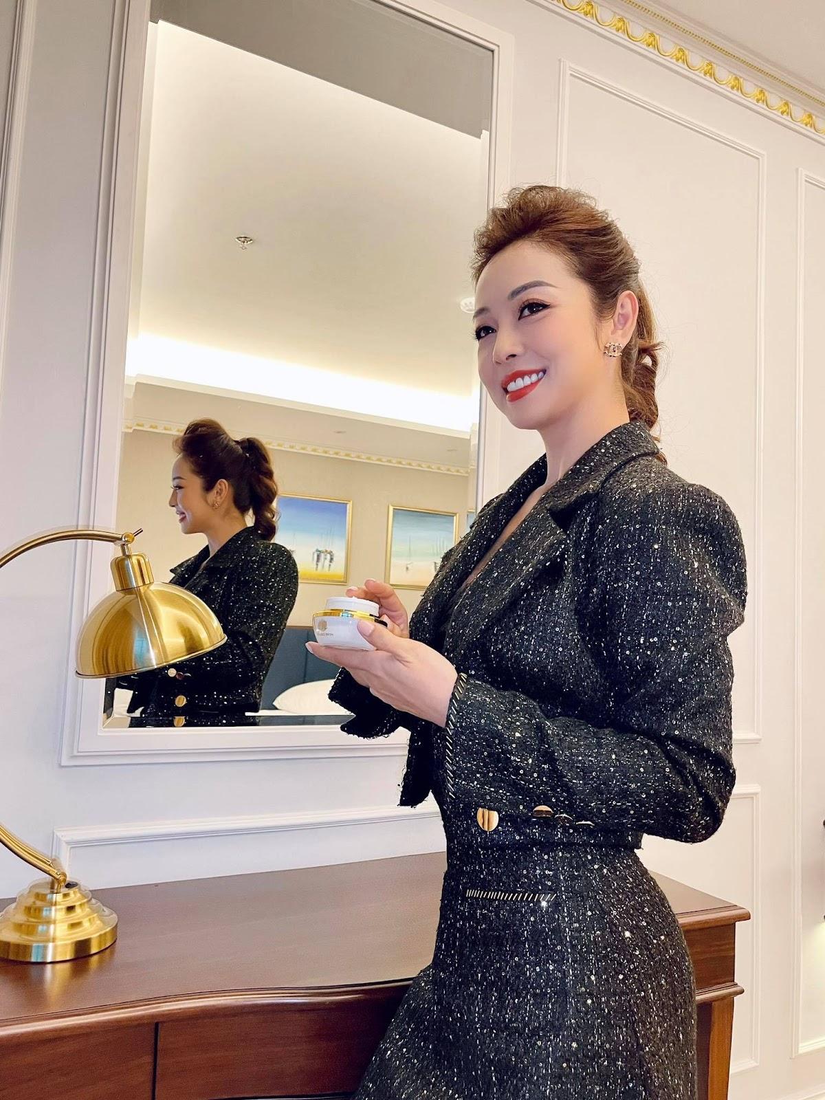 Hoa hậu Jennifer Phạm sử dụng cao nám Hoàng Cung