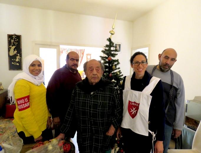 Lan tỏa niềm vui Giáng sinh: Giới trẻ Ki-tô giáo và Hồi giáo Li-băng phục vụ người nghèo cao tuổi