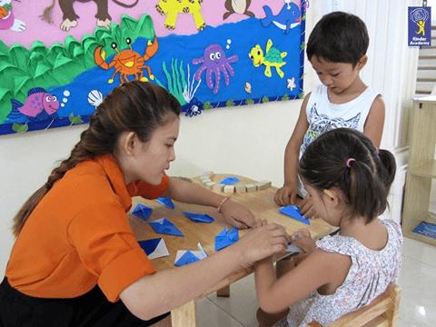 Sự khác biệt giữa Montessori và Reggio Emilia