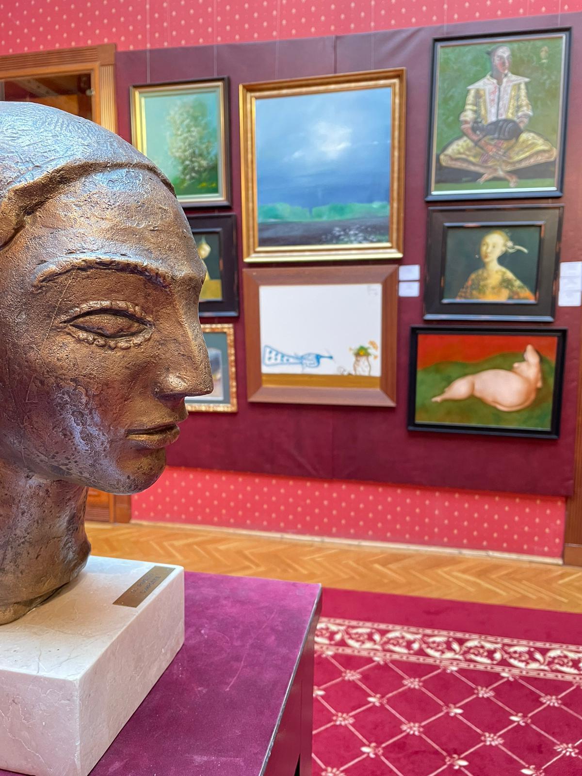 C:\Users\ancar\Desktop\Artă contemporană la Palatul Cesianu-Racoviță.jpeg