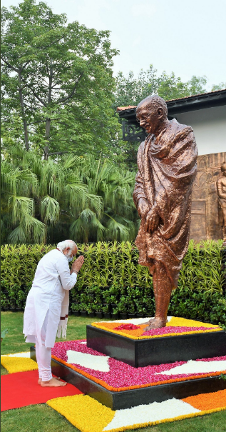 C:\Users\Lenovo\Desktop\FC\Modi bowing to Nehru8.jpg