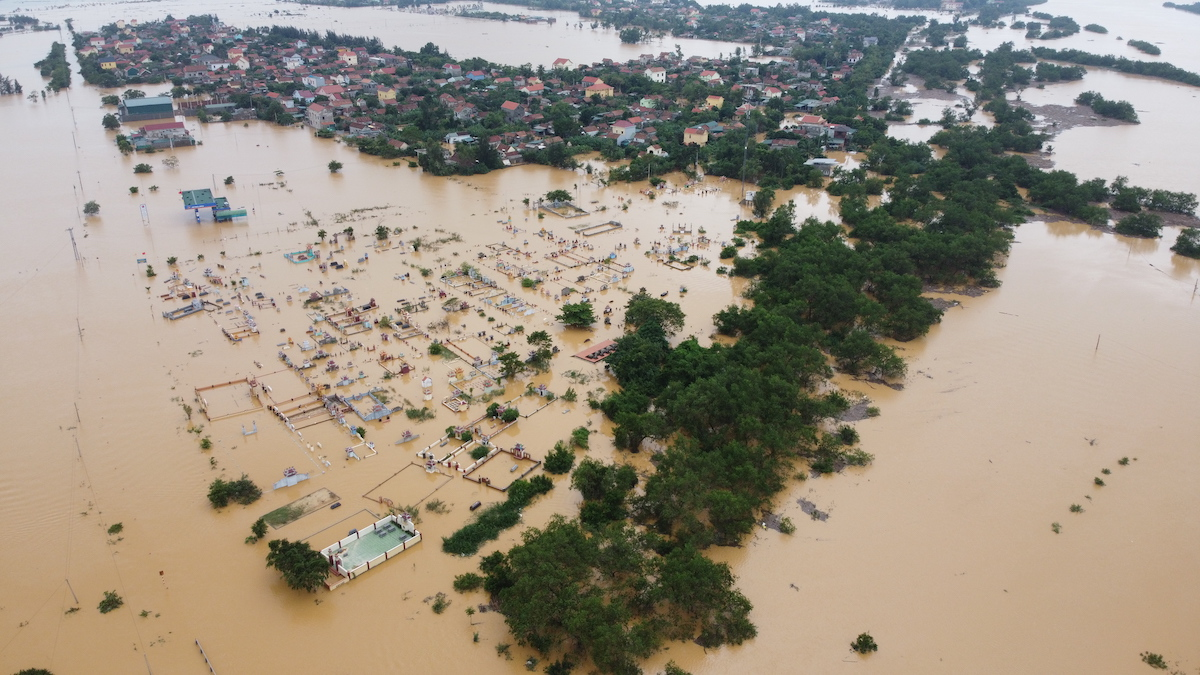 Đợt bão lũ lịch sử nhấn chìm miền Trung năm 2020