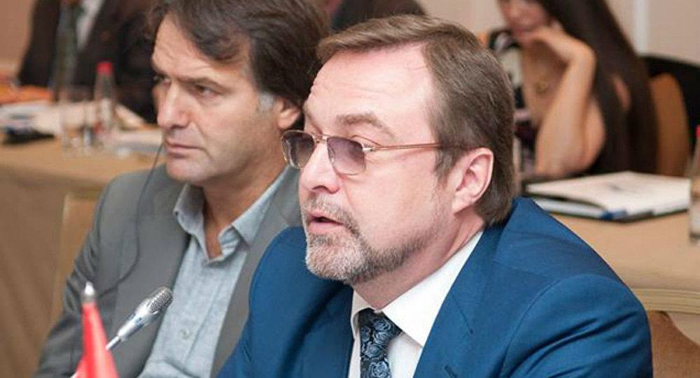 Михаил Зернов