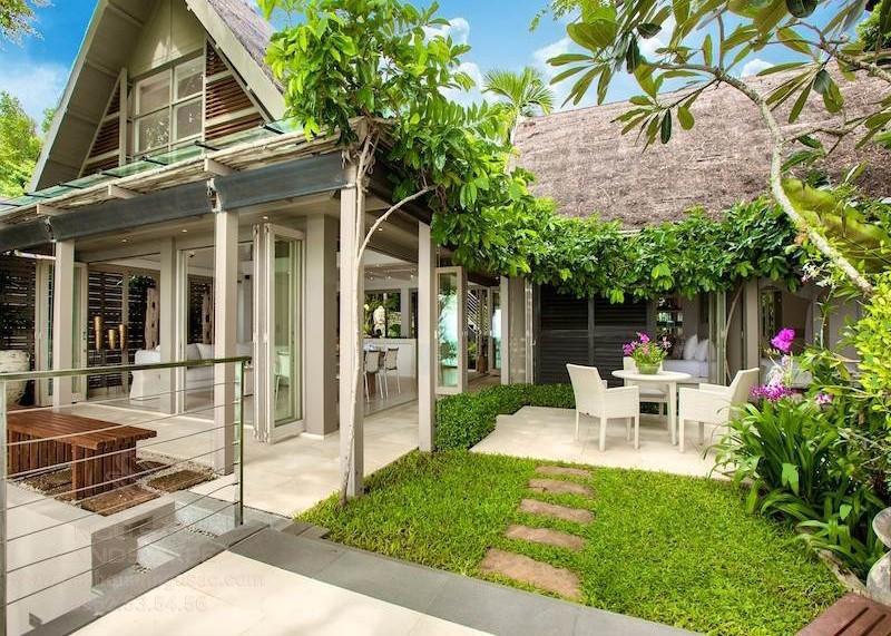 Nhà vườn với giàn dây leo xanh mát