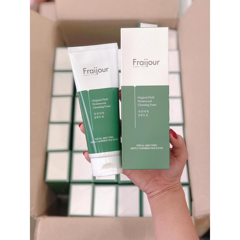 Sản phẩm phù hợp với mọi loại da và giúp làm sạch sâu bên trong
