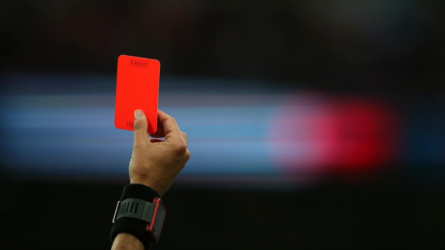 FIFA ra luật mới: Phạt thẻ đỏ cho cầu thủ 'cố tình' ho trên sân