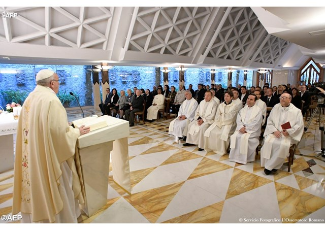 """Đức Thánh Cha Phanxico """"Chúng tay hãy đón nhận Thánh Thần bằng tính vâng nghe!"""""""