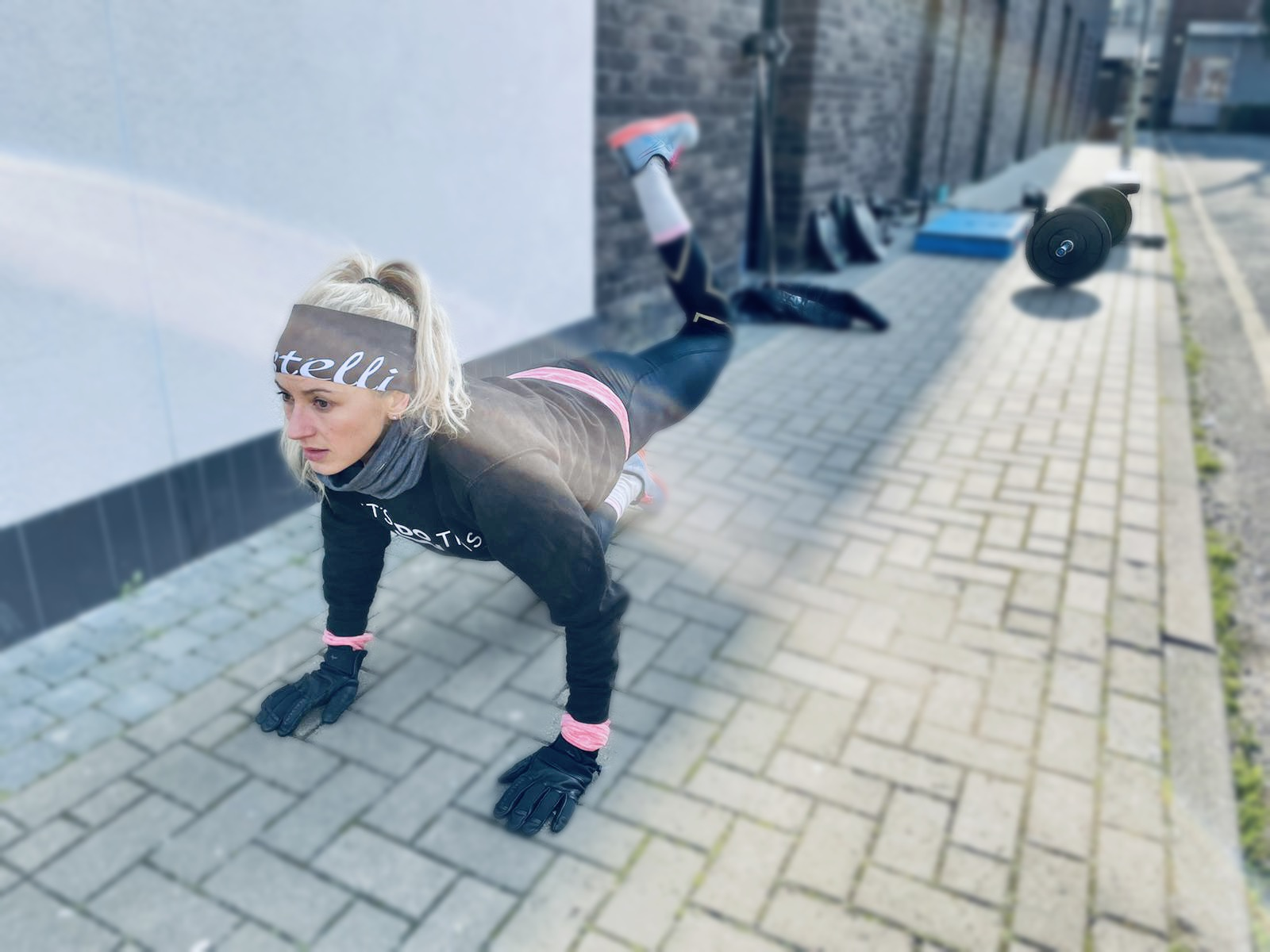Woman doing a glute leg raise exercise for running.