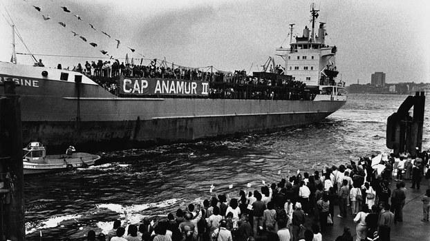 Những con tàu đưa người Trung Quốc lưu vong… - Ảnh 1